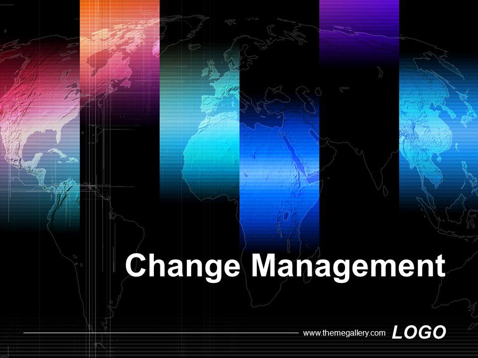 LOGO www.themegallery.com การประเมินผลการเปลี่ยนแปลง การรวบรวมข้อมูลสามารถทำได้ 2 วิธี คือ เก็บ รวบรวมข้อมูลเชิงปริมาณและเชิงคุณภาพ ซึ่งเป็น ประโยชน์ต่อผู้บริหารในการนำแผนไปปฏิบัติ การเก็บ รวบรวมข้อมูลนั้นจะต้องเลือกวิธีการที่เหมาะสมกับ สถานการณ์ การเก็บข้อมูลได้มากขึ้นจะทำให้การ วิเคราะห์มีความถูกต้องมากขึ้น  เปรียบเทียบผลลัพธ์ที่เกิดขึ้นกับเป้าหมาย เพื่อประเมินว่าผล การทำงานที่เกิดขึ้นสามารถบรรลุเป้าหมายที่ต้องการหรือไม่  ทบทวนผลที่เกิดขึ้น เป็นการประเมินผลลัพธ์ (Outcome) ของการเปลี่ยนแปลงและสื่อสารให้ผู้ที่เกี่ยวข้องและได้รับ ผลกระทบจากการเปลี่ยนแปลงรับทราบ ซึ่งมีหลายวิธีการใน การสื่อสารให้ผู้บังคับบัญชาและลูกน้องรับทราบคือ เขียน รายงาน รายงานโดยคำพูด อภิปรายกลุ่ม