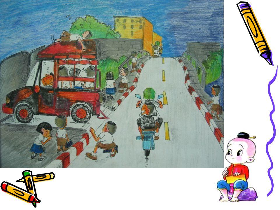 ชุมชนของเราไม่มีรถ ประจำทางผ่านเด็กๆ ชุมชนของเราไม่มีรถ ประจำทางผ่านเด็กๆ ส่วนใหญ่จะเดินมาโรงเรียน บางคนขึ้น ส่วนใหญ่จะเดินมาโรงเรียน บางคนขึ้น รถสองแถว หรือ รถจักรยานยนต์ รถสองแถว หรือ รถจักรยานยนต์
