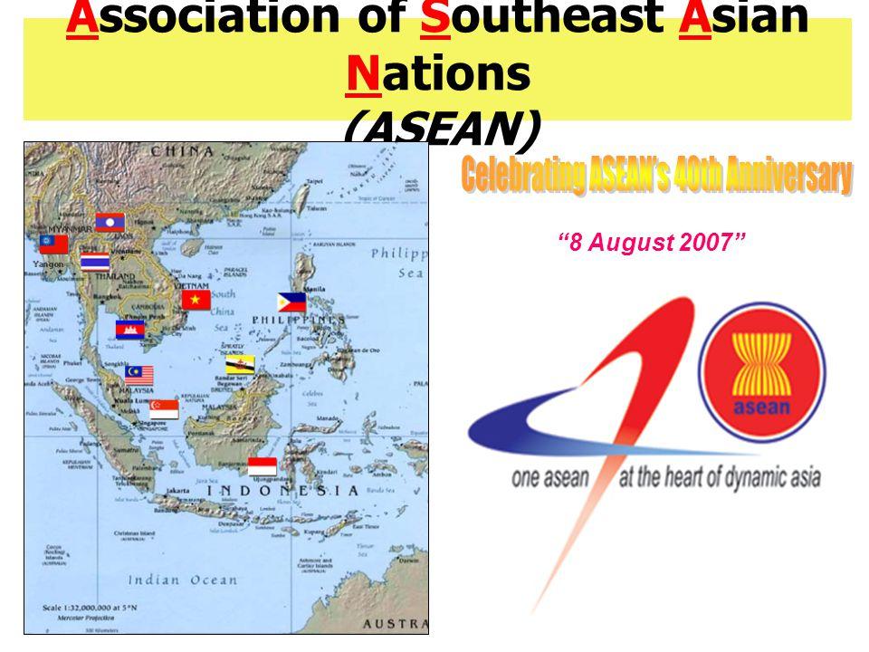 การค้าและการลงทุนในอาเซียน การค้าในอาเซียนขยายตัว อย่างต่อเนื่องภายหลังจาก จัดตั้ง AFTA ในปี 1993 มูลค่าการค้าของไทยกับ อาเซียนในปี 2006 มีมูลค่า 50,420 ล้านเหรียญสหรัฐฯ จากเดิมในปี 1993 ซึ่งมี มูลค่า 12,525 ล้านหรียญ สหรัฐฯ FDI ระหว่างอาเซียนมี สัดส่วนค่อนข้างต่ำเมื่อ เทียบกับ FDI ที่มาจาก ภายนอกภูมิภาค แหล่งที่มาที่สำคัญของ FDI ในอาเซียน ได้แก่ EU US ญี่ปุ่น และไต้หวัน