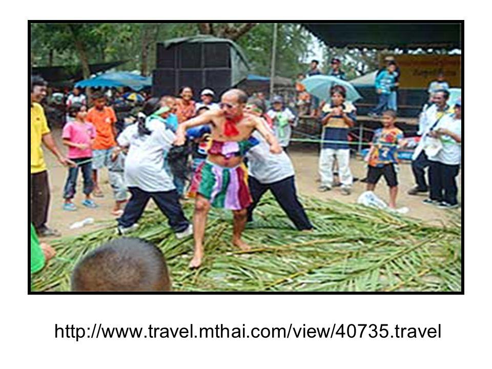 รำโทน สันนิษฐานว่าเรียกเลียน เสียง ตามเครื่องดนตรีที่ใช้ประกอบ จังหวะ คือ โทน การรำโทน เป็น การละเล่นพื้นบ้านที่ชาวไทยนิยม เล่นกันในเทศกาลต่างๆ