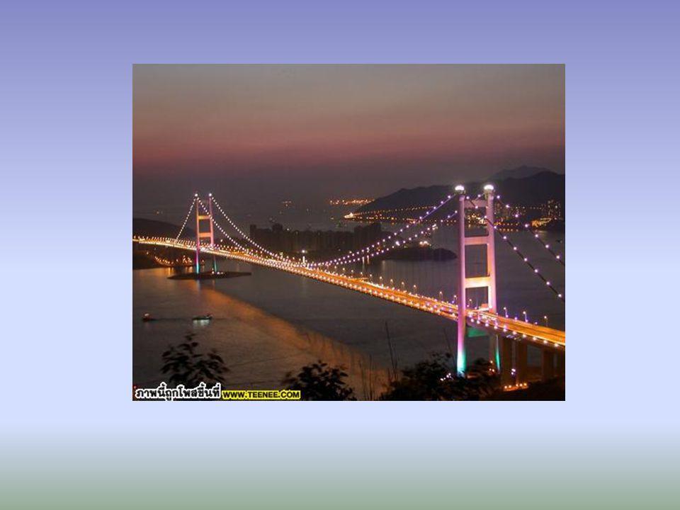 เสาที่สูงรองรับสะพานทาด้วยสีขาว เพื่อให้ กลมกลืนกับท้องฟ้าเหนือโตเกียวตอนกลางที่ มองเห็นจากไดโอบะ บนเส้นลวดขึงสะพานจะ ติดหลอดไฟไว้ ซึ่งจะเปลี่ยนสีระหว่างสีแดง ขาว และเขียว โดยอาศัยพลังงานแสงอาทิตย์ที่ เก็บไว้ในเวลากลางวัน
