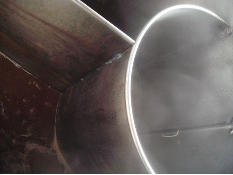 หม้อก๋วยเตี๋ยวที่ใช้ตะกั่วเป็น ตัวประสานรอยเชื่อมต่อ