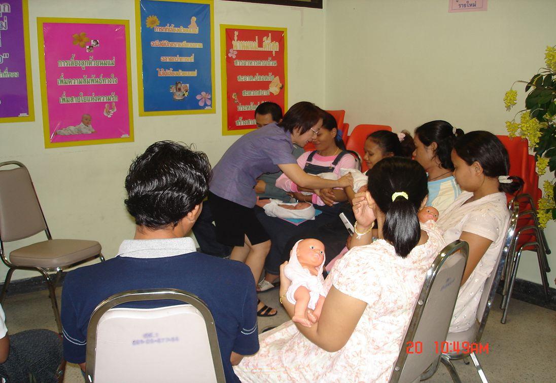  ประโยชน์ของการเลี้ยงลูกด้วย นมแม่  ความสำคัญของการให้ลูกดูด นมแม่โดยเร็วหลังคลอด  ความสำคัญของการให้แม่และ ลูกอยู่ด้วยกัน (Rooming – in)